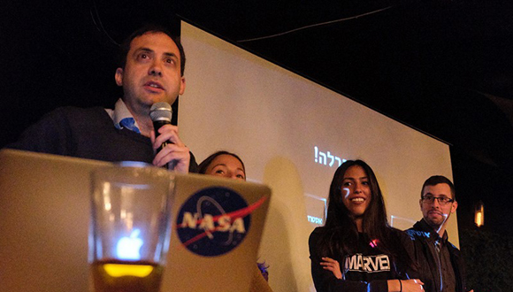 """Over 400 People Attend Launch of """"Astronomy on Tap"""""""
