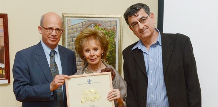 Mrs. Lily Safra receives a certificate honoring her generous support of the Center